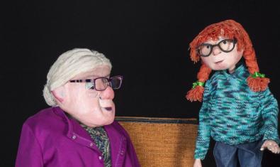 Fotografia del titella de l'àvia i la nena protagonista