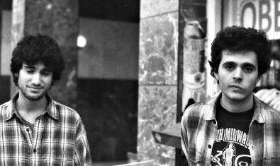 Retrat dels dos membres d'aquesta banda que participa a la propera semifinal del concurs Bala Perduda