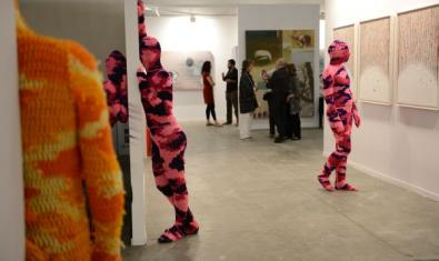 Gallery, paintings and people, all dressed in wool.