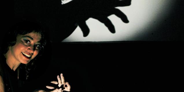 Fotografia del espetáculo de sombras chinas con las manos