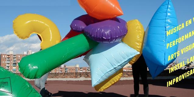 El cartel de Seismes muestra un conjunto de globos de diversas formas y colores