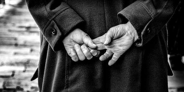 mans entrecreuades