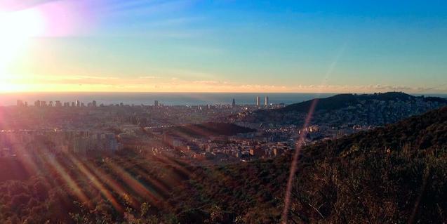 Colinas urbanas al amanecer