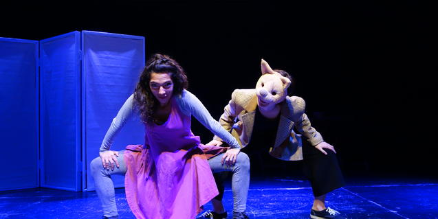 Fotografía del espectáculo dos actrices bailando