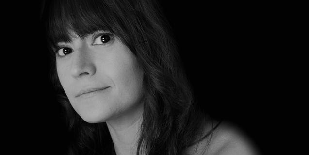 Retrato de la artista en blanco y negro