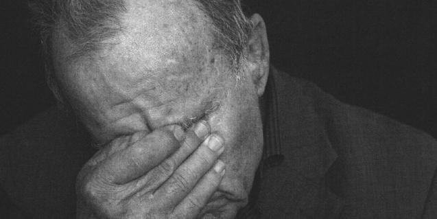 Un dels retrats de tunisians torturats del fotògraf Agustin Le Gall