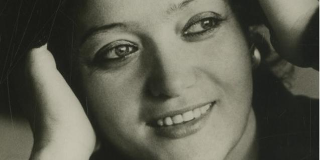 One of the photographs of the soprano Ángeles Gulín from the MAE archive