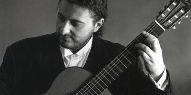 Aniello Desiderio és un guitarrista clàssic napolità