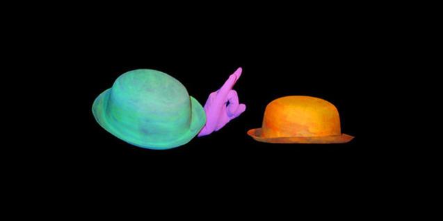 Fotografía del espectáculo, dos sombreros se convierten en caracoles