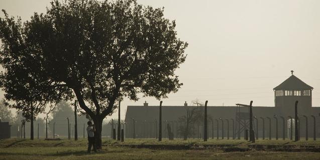 Una imatge de l'exterior del camp d'extermini d'Auschwitz