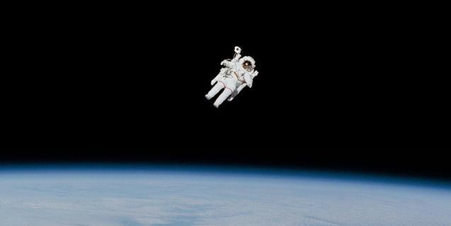 Imagen de un astronauta en el espacio