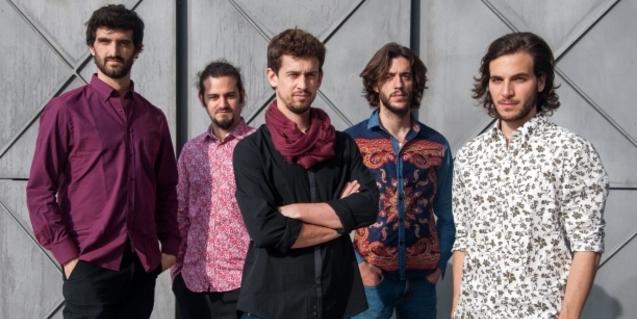 Retrat de grup del cantaor Pere Martínez i els seus músics