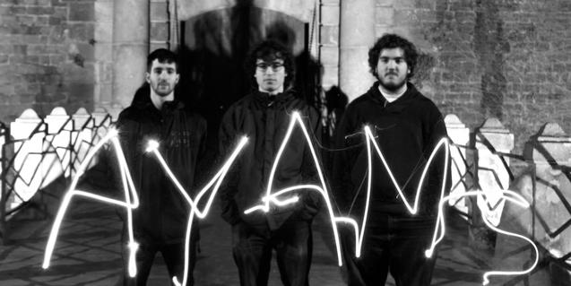 Els tres integrants de la banda de rock AYAMs