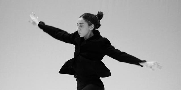 Un retrat de la bailarina Federica Porello en plena interpretació
