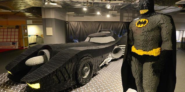 Batman i el seu espectacular automòbil us esperen a l'exposició.