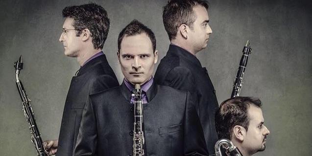 Els integrants d'aquest quartet retratats amb els seus instruments