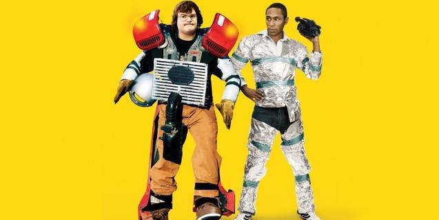 Los dos protagonistas del film recreando una película de ciencia ficción