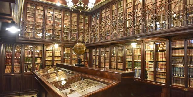 Interior de la Biblioteca Pública Arús