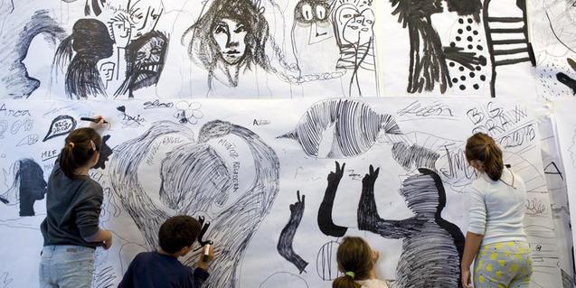 Fotografia d'un taller de l'any passat, mural col·lectiu