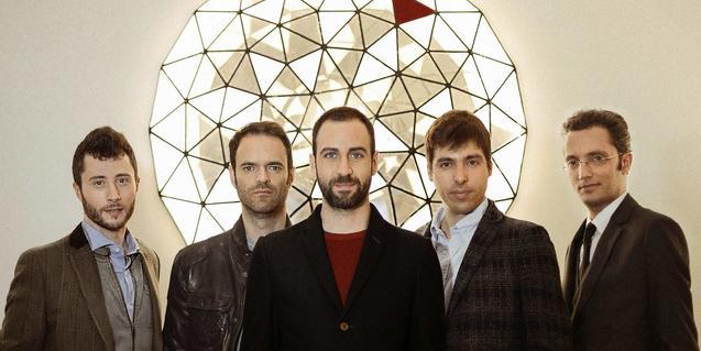 Retrat de grup dels cinc membres de la banda