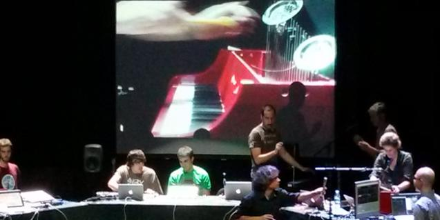 La Barcelona Laptop Orchestra durante una actuación en l'Auditori