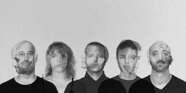 Un montaje muestra los cinco integrantes de la formación retratados en hilera con los rostros fotografiados con doble exposición