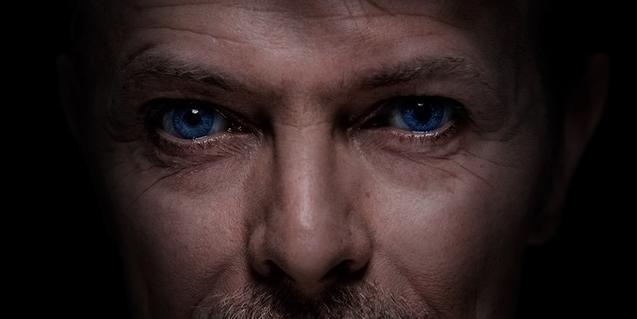 Detall d'un dels retrats de David Bowie que es poden veure a l'exposició