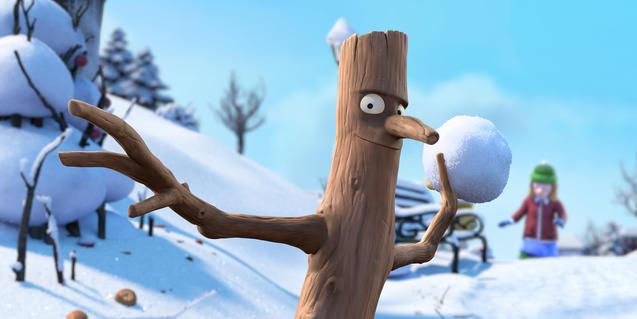 Fotograma de la película, el hombre rama lanzando una bola de nieve