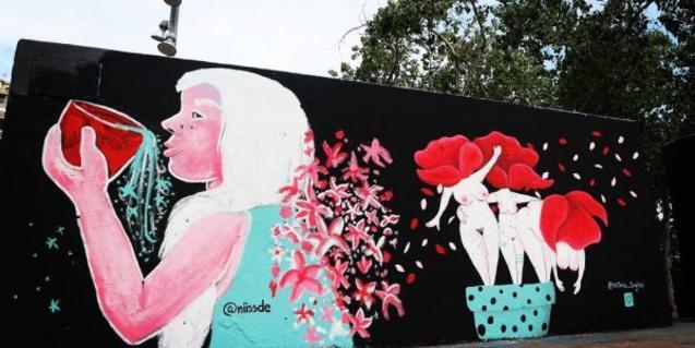 Un muro decorado con un grafiti feminista