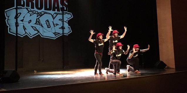 El Brodas Bros, en plena actuació.