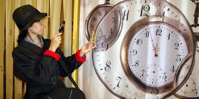 La historiadora, estudiant el pas del temps.