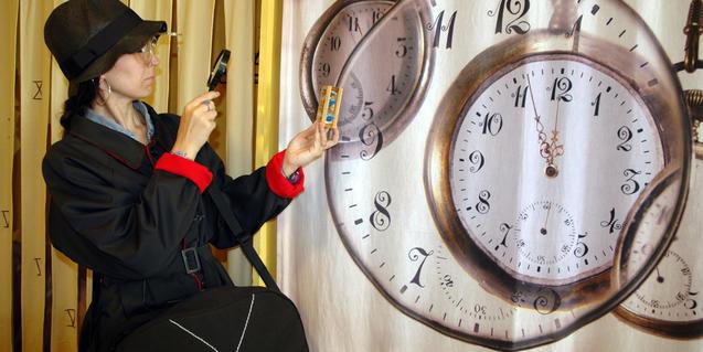 La historiadora, estudiando el transcurrir del tiempo.