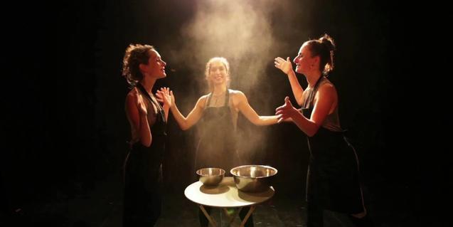 Las tres bailarinas en el escenario