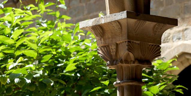 Un capitel del claustro del monasterio