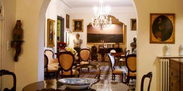 La exposición que se visita está repartida por diferentes estancias de la Casa Rocamora