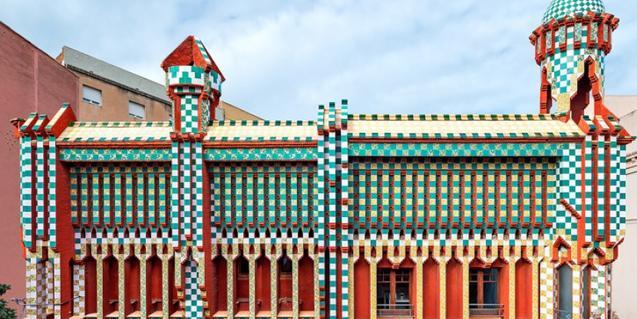 Cerámica de la parte superior de la fachada de Casa Vicens