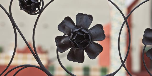 Una flor forjada en ferro. Foto: Pepe Navarro.