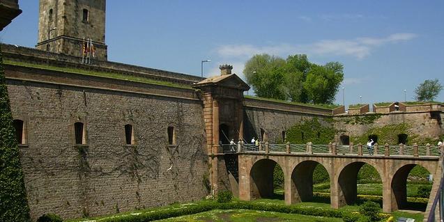 El foso del castillo de Montjuïc