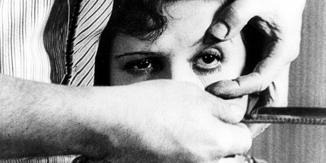 Para el cortometraje 'Un chien andalou' el cineasta Luis Buñuel contó con un guión de Salvador Dalí
