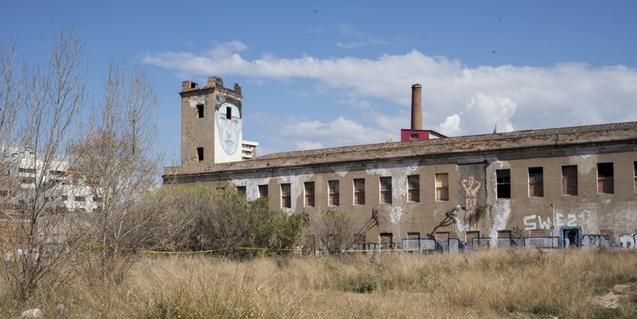 Una imatge exterior d'aquesta antiga fàbrica avui convertida en espai de creació