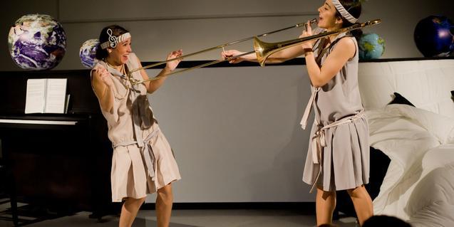 Fotografia de l'espectacle amb les dues actrius