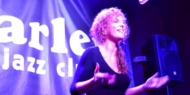 Cristina Serrat en una actuació al Harlem Jazz Club