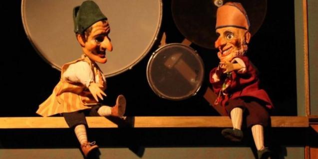Fotografia de dos titelles de l'espectacle
