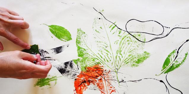 Fotografia del treball de pintura i textures de l'activitat
