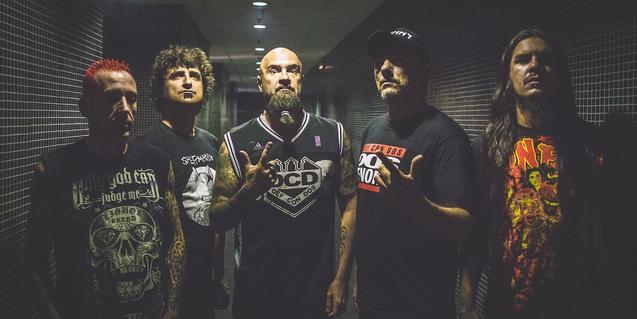 Una imatge promocional de la banda de rap metal
