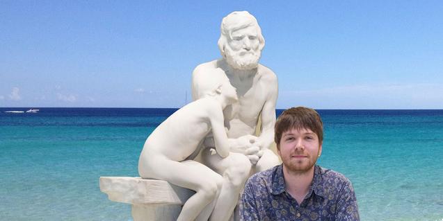 Sergio Monje amb una escultura de Miquel Blay