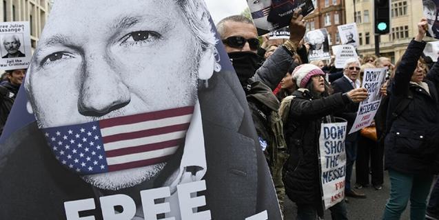 Fotograma del documental sobre el caso Assange