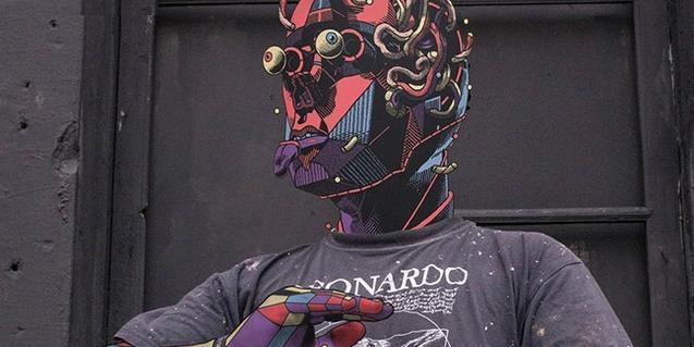 Foto de l'artista Smithe amb un grafiti afegit sobre el seu rostre