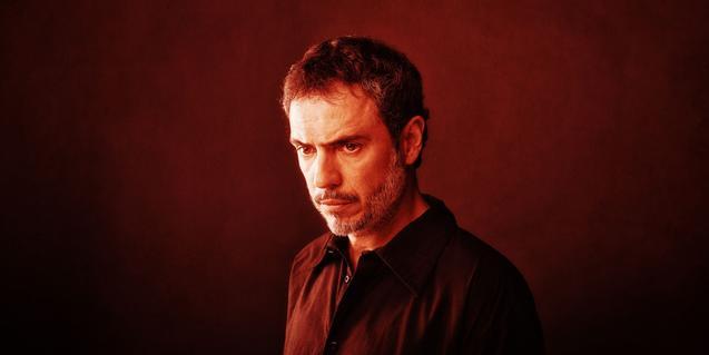 El actor Julio Manrique en el cartel de la tragedia griega