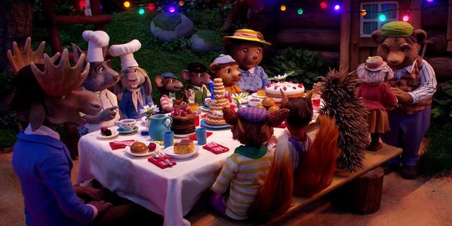 El ratolí convida els seus amics i amigues a una festa.